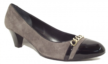Pumps in grau